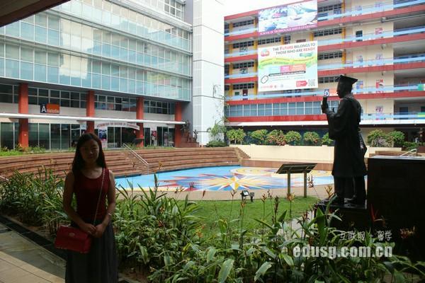 新加坡楷博金融学院跟高等教育学院一样吗