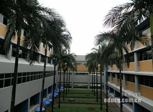 新加坡国立大学读研多少钱