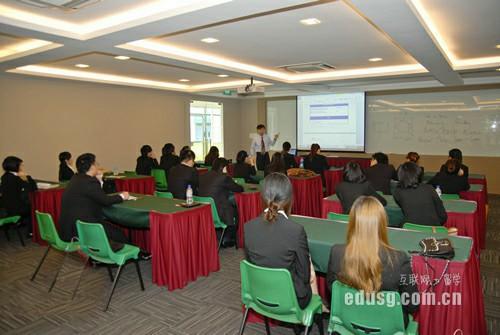 新加坡大学陪读