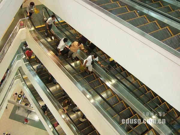 读新加坡大学要多少钱一个月