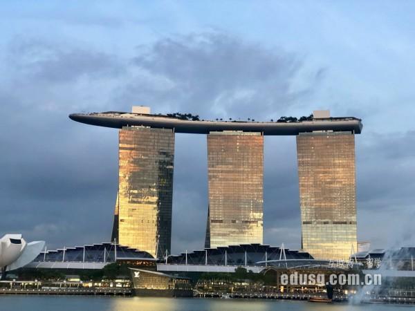 新加坡南洋现代管理学院研究生几年