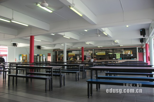 去新加坡莎顿国际学院条件